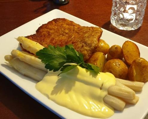 Restaurant-Mühlenstein-Wedel-Burger-Pizza-Brunch-Mittagstisch-Spargel-mit-Schnitzel
